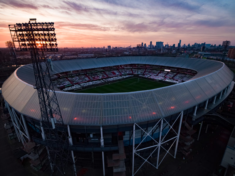 Feyenoord stadion De Kuip vol met spandoeken