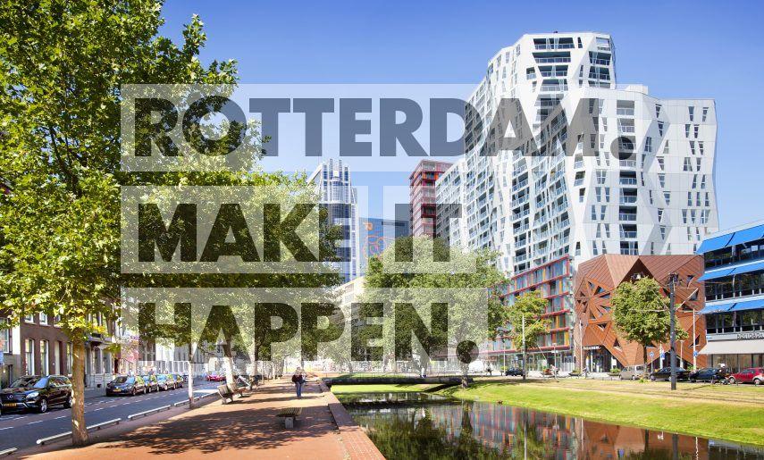 De Westersingel in het centrum van Rotterdam, met rechts aan de oever het appartementencomplex Calypso. Het koperkleurige gedeelte vooraan is de Pauluskerk. Op de achtergrond de Milleniumtoren.