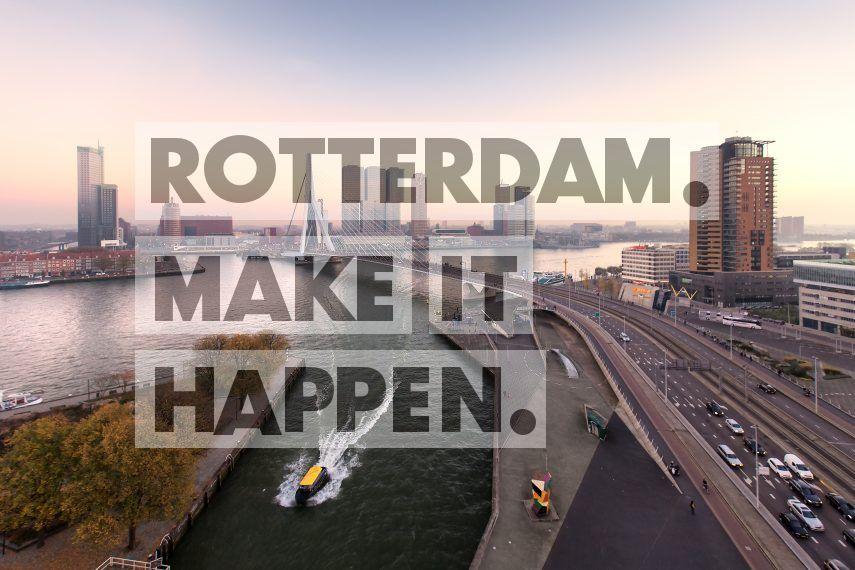 Uitzicht op de Erasmusbrug en de Wilhelminakade (met De Rotterdam) vanaf de Leuvehaven.