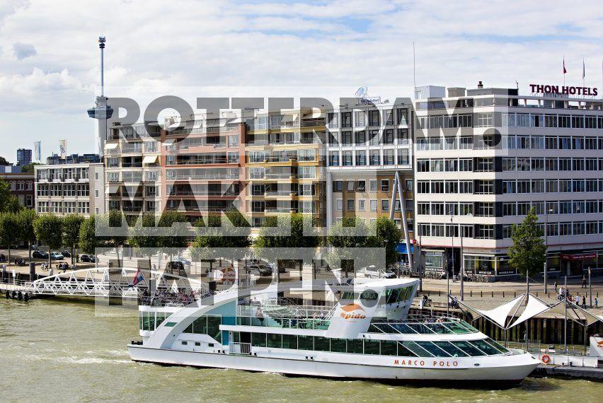 Spido Rotterdam met op de achtergrond de Euromast ontworpen door Huig Maaskant.