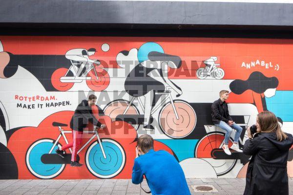 Centrum: Street art kunstwerk van Calvin Sprague in de Delftsestraat.