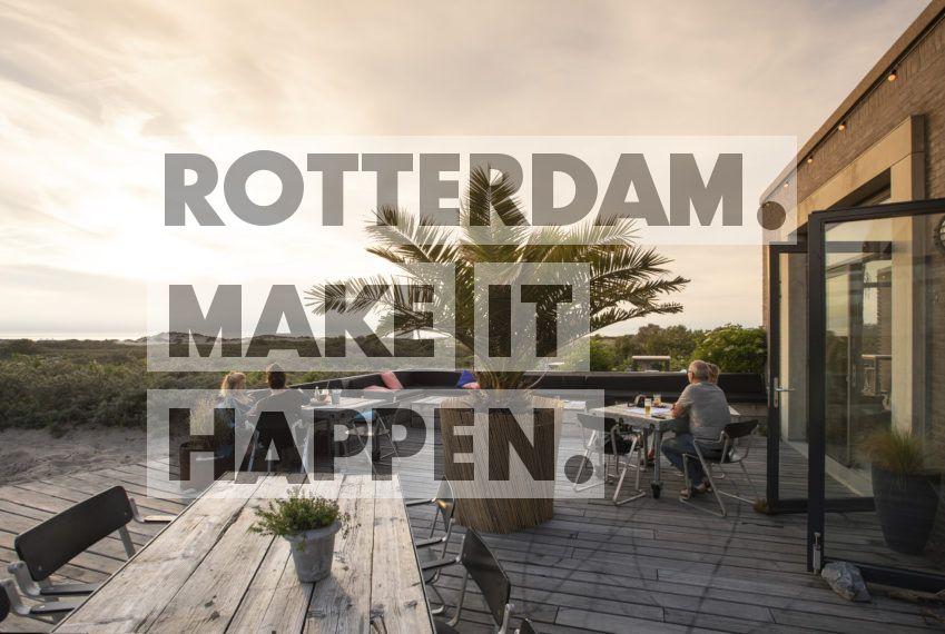 Hoek van Holland: Terras in de duinen van Hoek van Holland.