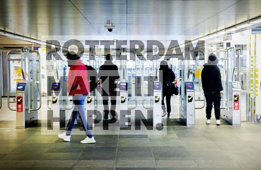 Poortjes op metrostation Zuidplein.