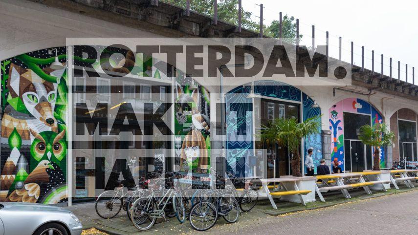 Noord: Street Art Man Met Bril Koffie