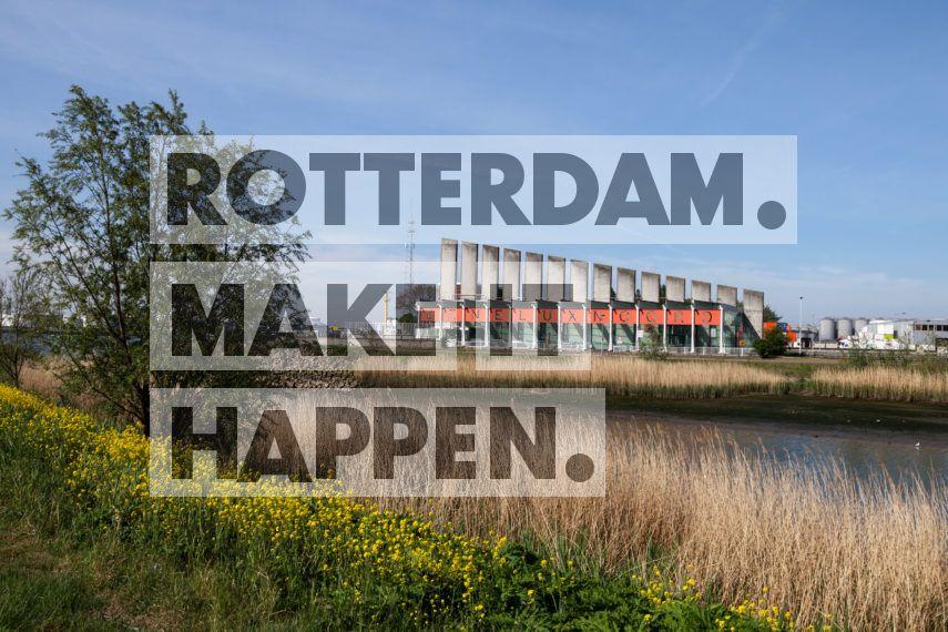 Pernis: Beneluxtunnel ingang fietstunnel Noord.