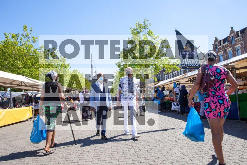 Mannen op de Afrikaandermarkt.