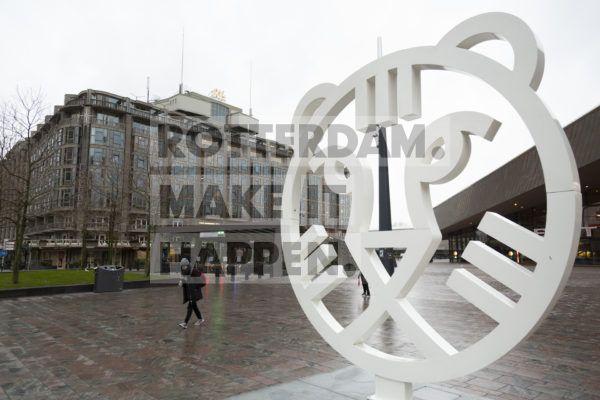 IFFR-tiger in front of Groot Handelsgebouw.