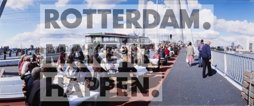 De Erasmusbrug zou de bewoners op beide oevers verbinden, letterlijk en figuurlijk. Om dit te symboliseren kregen vijfduizend Rotterdammers uit Noord én Zuid een brunch geserveerd vanuit trams. De kaartjes voor de brunch, die uiteraard op de Erasmusbrug plaatsvond, waren al binnen een kwartier uitverkocht. De openingsfestiviteiten werden met de Wereldhavendagen gecombineerd, het jaarlijks maritiem evenement om het publiek kennis te laten maken met de Rotterdamse haven.