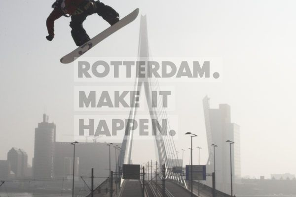 In October 2005 and 2007, in collaboration with the Dutch Ski Association, Rotterdam, brought winter sports to the Netherlands when the World Cup Snowboarding took place on the Willemsplein. A 100 metre-long, ski-jump with a height of 40 metres was constructed for these competitions. Did you know: Using 24 trucks, as much as 1 million litres of snow was transported from SnowWorld Landgraaf to the site in Rotterdam.