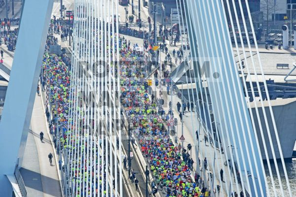 The Rotterdam Marathon, which took place for the first time in 1981, is known as one of the most outstanding running events in the world. According to insiders, both the view and the atmosphere are unrivalled.  The marathon usually takes place in the month of April. Both the start and finish lines are situated on the Coolsingel, in front of the Town Hall. In 2018, however, the start was on the Schiedamsedijk, at the foot of the Erasmus Bridge, which yielded some fine pictures! Facts: In 2018, due to the reconstruction of the Coolsingel, the start of the Rotterdam Marathon was relocated from the Town Hall on the Coolsingel to the Vasteland at the foot of the Erasmus Bridge, making the Erasmus Bridge the symbol of the Rotterdam Marathon more than ever before. So far, 225,015 marathon runners have passed over the 800 metre-long bridge, that's 450,030 feet. Based on an average step length of 80 centimetres, this amounts to 1,000 steps per runner. Then they come back, of course, which means that more than 450 million steps have been made on the bridge. This equals a distance of 360,024 kilometres, which is nine times around the world.