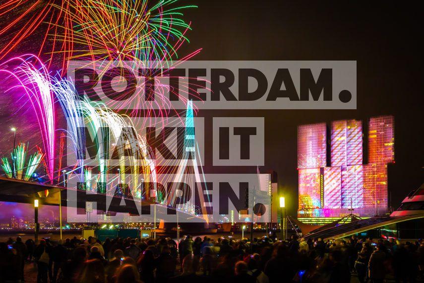 Al een kleine vijftien jaar organiseert Rotterdam de nationale vuurwerkshow. Tijdens oud en nieuw ontsteekt er, precies om middernacht, een prachtig schouwspel aan de hemel. Mensen van heinde en verre reizen af naar Rotterdam en zoeken een plekje aan de Boompjes, op de Willemskade of de Wilhelminapier. Op het hoogtepunt telden het bezoekersaantal 70 duizend mensen.