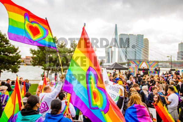 De Rotterdam Pride: het jaarlijkse evenement voor de LHBTIQ+ dat sinds 2014 in de stad gehouden wordt. Rotterdam Pride is voor iedereen die de vrijheid van seksuele diversiteit wil vieren, en brengt onder andere een kunst- en cultuurprogramma, de pridewalk en heel veel feestjes midden in het centrum van Rotterdam. In 2019 kleurde de Erasmusbrug, ter gelegenheid van de zesde editie, in de kleuren van de regenboog.